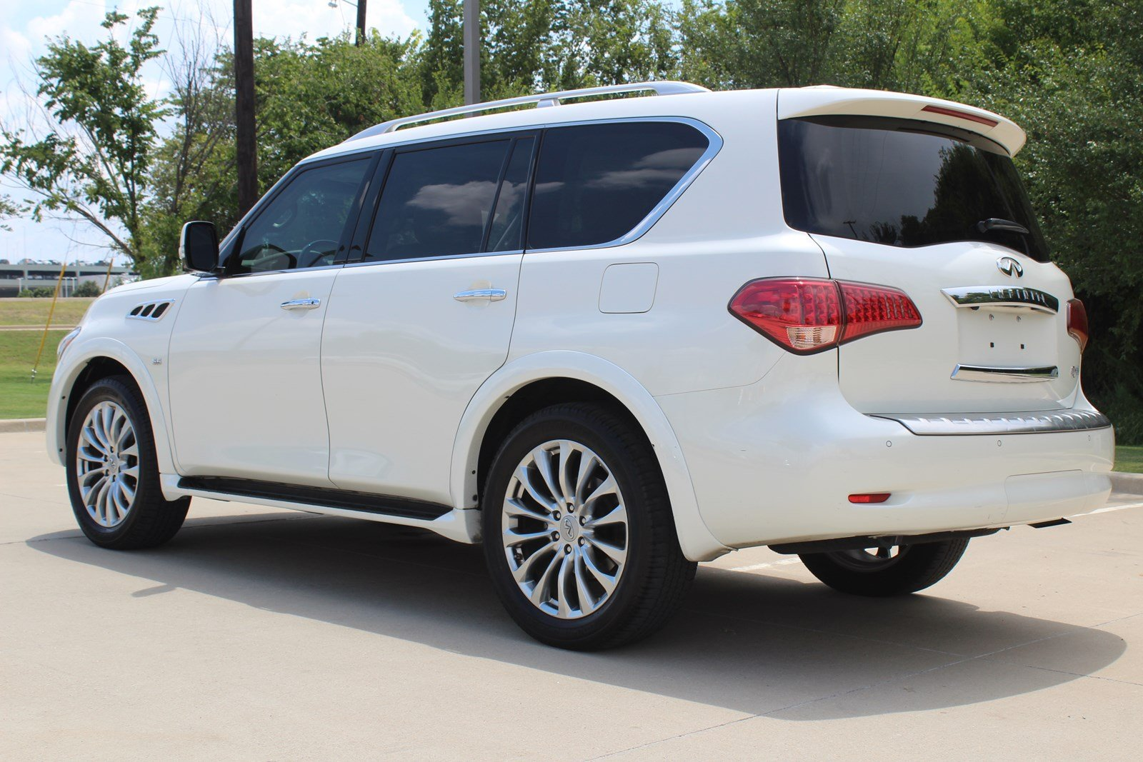 Pre-Owned 2016 INFINITI QX80 2WD 4dr